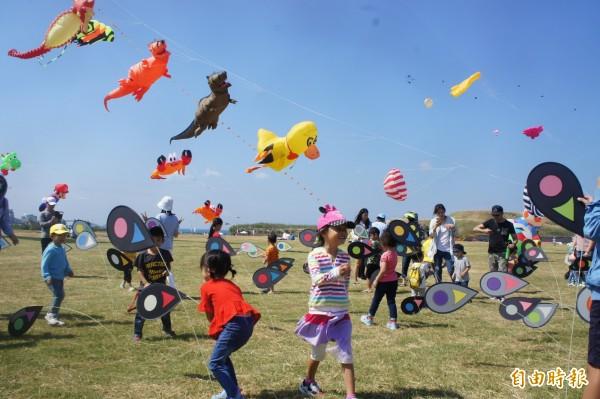 風箏表演老少咸宜,適合全家親子活動。(記者劉禹慶攝)