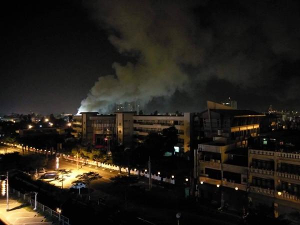 東港共和里凌晨發生大火。(翻攝自網路)