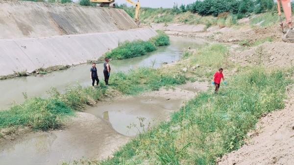 8旬老婦人失蹤7天後,被發現浮屍新埤排水。(圖由民眾提供)