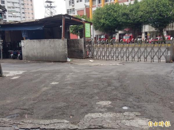 新竹市農產運銷公司也爭取經費進行地板集貨區的柏油重鋪工程,要提供攤商更好的進出動線和環境。(記者洪美秀攝)