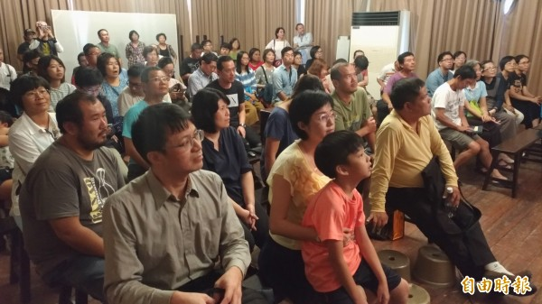 紅盒子讓大家看見台灣布袋戲之美,並向這名至今仍教學不輟的藝師致敬。(記者廖淑玲攝)