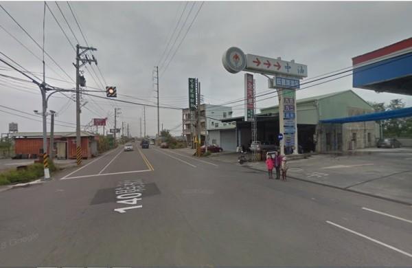 苗栗縣苑裡鎮140號縣道旁一家檳榔攤發生持刀傷人案件。(翻攝google地圖)