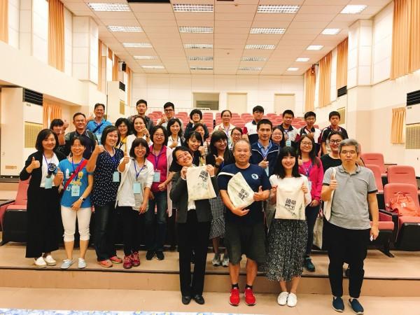 苗栗縣6所台美生態學校的行動團隊成員,今天前往新竹縣取得臺美生態學校銀級認證的新豐國中,進行校園觀摩與雙向交流的經驗分享。(新豐國中提供)