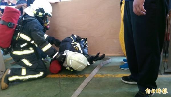 彰化縣消防局讓120位消防人員擔任RIT緊急救援小組成員。(記者張聰秋攝)