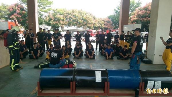 彰化縣消防局一連3天舉辦RIT緊急救援小組成員研習。(記者張聰秋攝)
