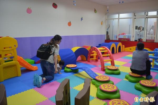 太平坪林親子館暨托嬰中心今天正式開幕,裡面規劃幼兒探索區等5大區。(記者陳建志攝)
