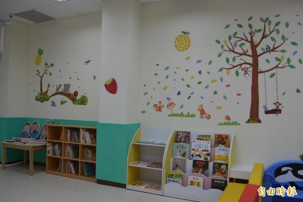 太平坪林親子館暨托嬰中心今天正式開幕,裡面規劃「閱讀動動腦」等5大區。(記者陳建志攝)