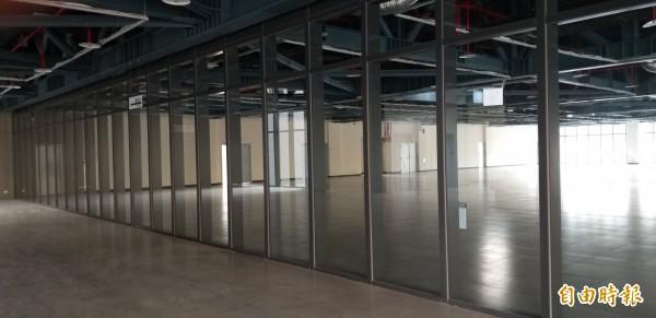 竹北國民運動中心內部將配置有羽球場、桌球場、韻律教室、體適能室、綜合球場及行政辦公室等,另地下一樓為汽、機車停車格。(記者廖雪茹攝)