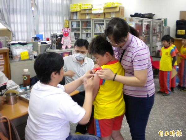 新竹市公費流感疫苗15日開打。(記者蔡彰盛攝)