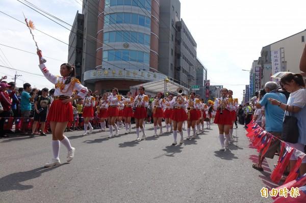 彰化女中樂隊2017年在和美參加國慶遊行。(資料照)