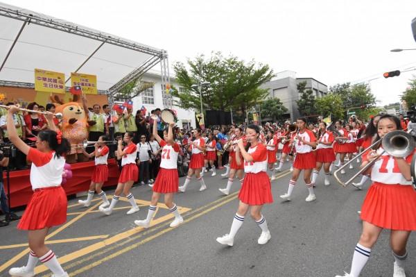 彰化女中2016年參加彰化市國慶遊行。(彰化縣政府提供)