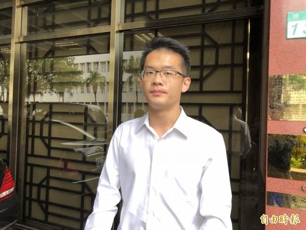 李敖兒子李戡,今天下午到台北地院,對李文夫婿提起公然侮辱罪刑事自訴。(記者錢利忠攝)