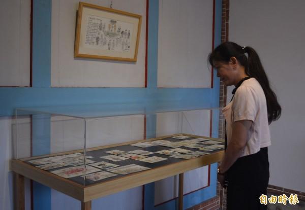 阿罩霧文化基金會舉辦「台灣歷史插畫展」,展出台北藝術大學副校長邱顯洵創作的200多幅作品。(記者陳建志攝)
