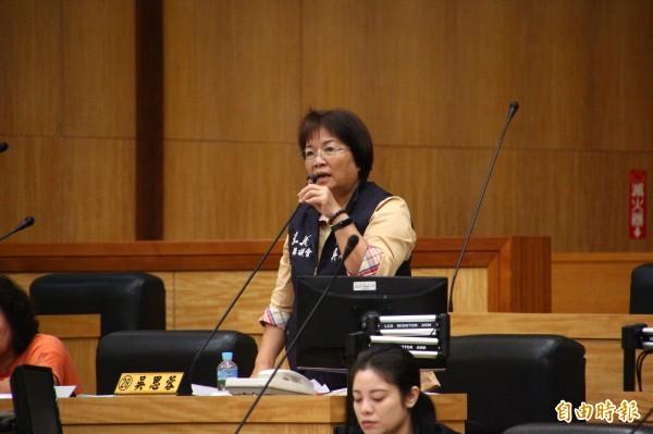 嘉義縣議員吳思蓉認為嘉義縣文化基金會預算應刪除。(記者林宜樟攝)