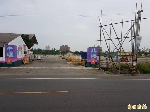 北港萬有紙廠對面空地昨天深夜發生4、50人糾眾鬥毆事件。(記者黃淑莉攝)
