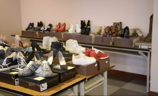 「超跑女神」林思吟名牌女鞋將在台北分署變賣。(記者黃捷翻攝)