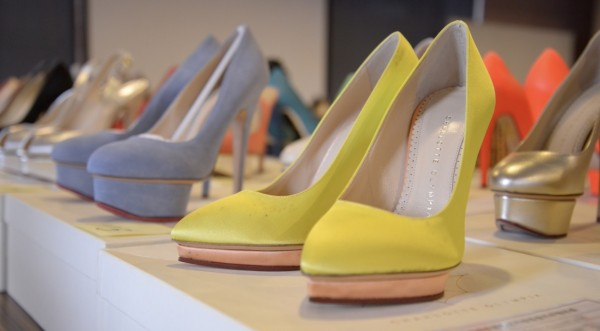 「超跑女神」林思吟名牌女鞋將在台北分署變賣,價格自1000至1萬8000元不等,均便宜市價許多。(記者黃捷翻攝)