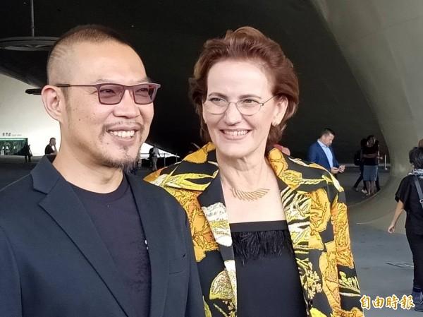 藝術總監簡文彬(左)與設計師荷蘭法蘭馨•侯班出席受訪。(記者蔡清華攝)