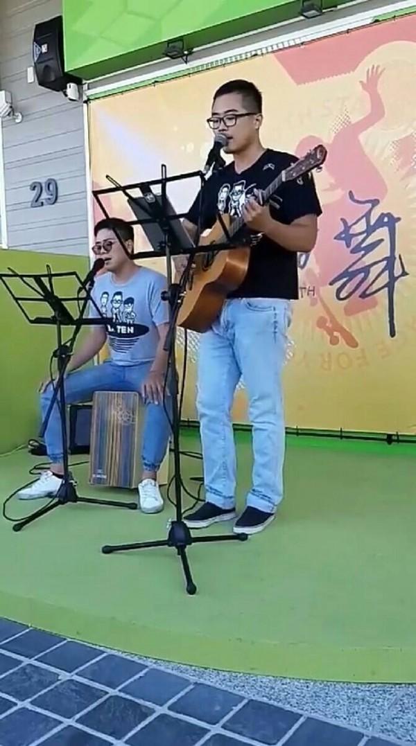 主唱黃浩修表示,要唱出屬於台南人的幸福氛圍。(黃偉哲辦公室提供)
