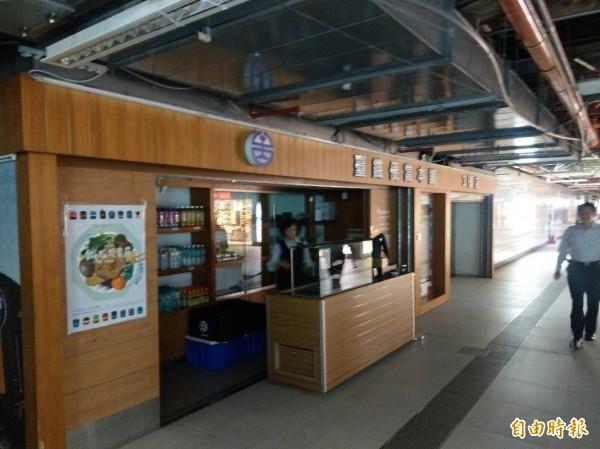 台北車站1-5號便當本舖均沒電。(記者鄭瑋奇攝)