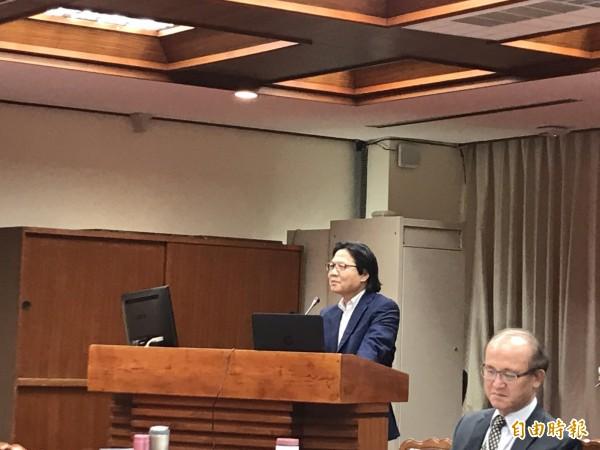 教育部長葉俊榮今天赴立法院備詢。(記者蘇芳禾攝)