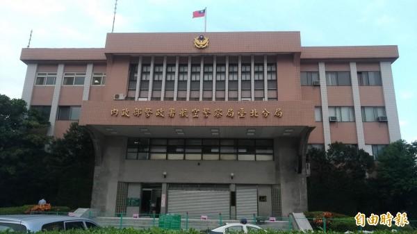 航警局台北分局獲報有民眾指稱飛機上有炸彈。(記者鄭景議攝)