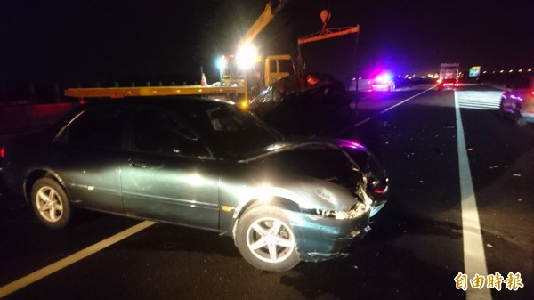 車禍現場,3車追撞。(記者楊金城攝)