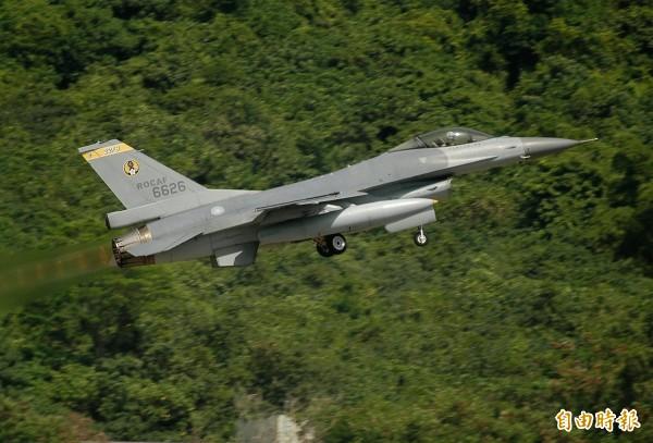 F-16 6626未完成性能提升前,一度採用彩繪塗裝。(記者游太郎攝)