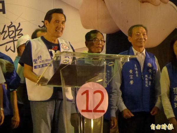 前總統馬英九籲選民讓國民黨在年底九合一選舉獲得勝利。(記者李雅雯攝)