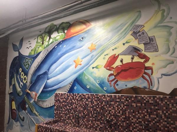 台南市東區復興國中總務處牆面意象彩繪。(記者王俊忠翻攝)