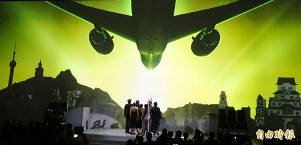 長榮航空服務再升級,今天舉行全台首架波音787夢幻客機發表會。(記者姚介修攝)