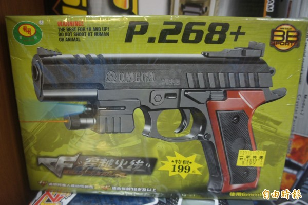 該學生就是持類似的玩具槍開槍,恐嚇意味濃厚。(記者劉禹慶攝)