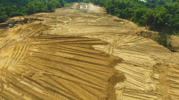 位在曾文溪水質水量保護區的山坡農地大規模整地。(網友提供)