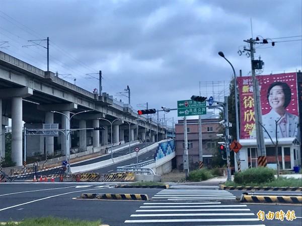 新竹縣高鐵橋下連絡道延伸入竹科2期工程之公道五到員山路段,下個月將先行開放通車。(記者黃美珠攝)