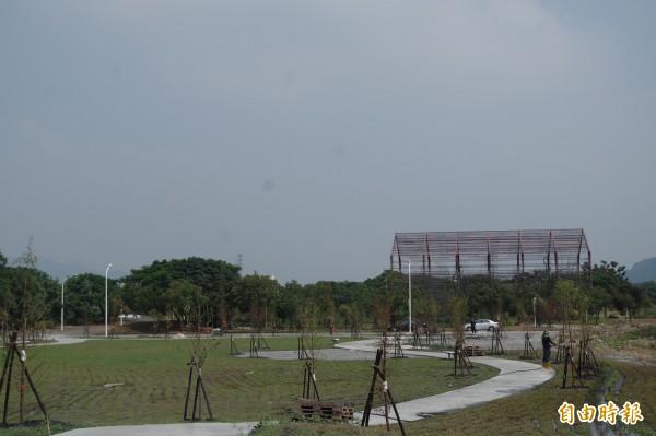 林內公所爭取公有地闢建休憩公園,與寶隆紙廠活化連成一氣。(記者林國賢攝)