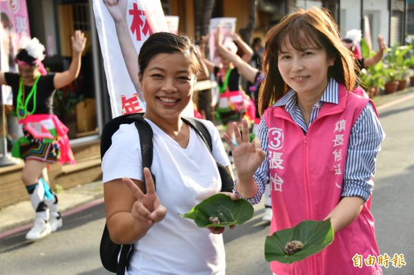 候選人張怡及林璘(左),不主動提供瓶裝水。(記者蔡宗憲攝)