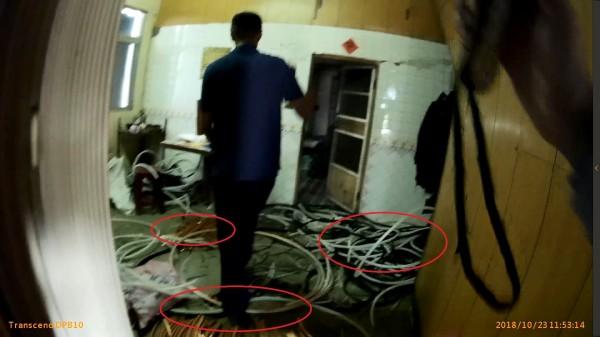 普悠瑪翻車救災期間,嫌犯到事故地點附近偷電纜線,被警方查獲。(記者江志雄翻攝)