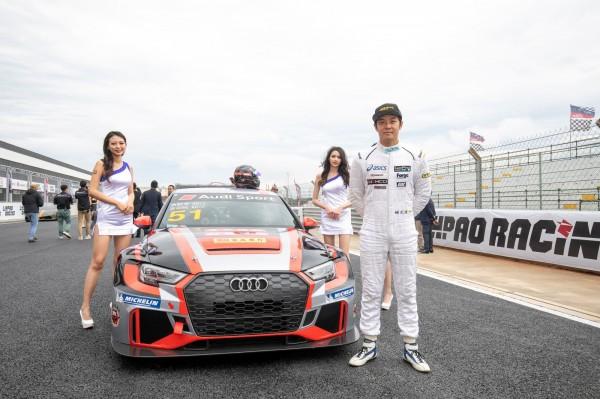 麗寶國際賽車場正式亮相,喜愛賽車的藝人姚元浩也到場試身手。(麗寶樂園提供)