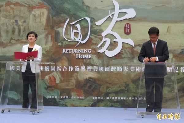 鄭麗君與林佳龍簽署台中州廳園區合作意向書,推動升級成國家級展館。(記者蘇孟娟攝)