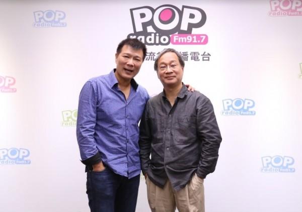 台北市長柯文哲競選總幹事小野(右)接受電台專訪。(POP radio電台提供)