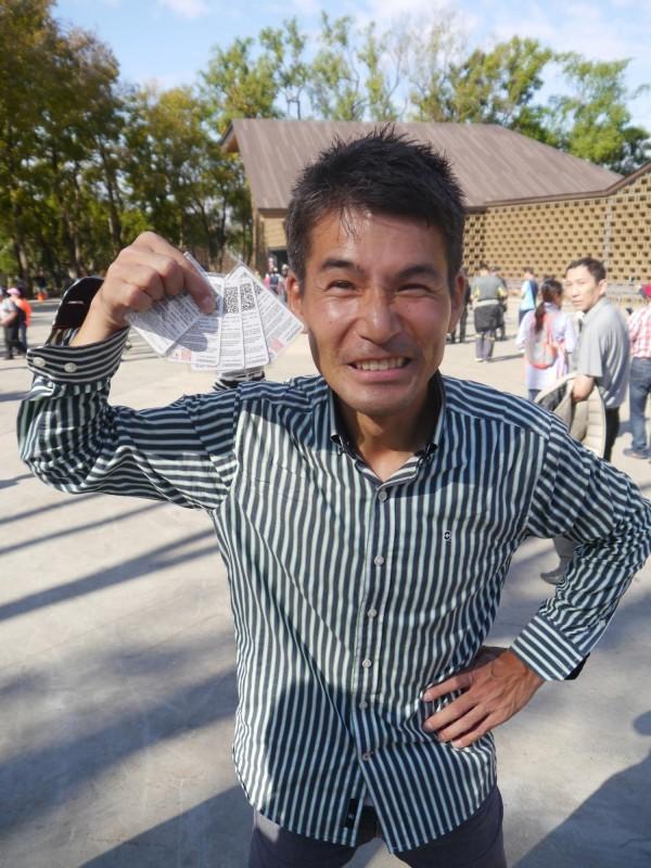 日本世博常客二神敦在后里森林園區搶頭香入園。(記者張軒哲攝)