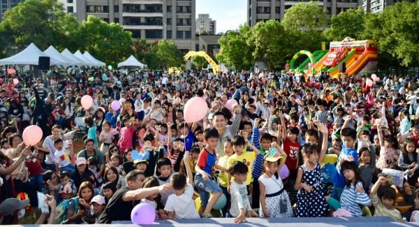 鄭朝方的童趣方城市深受歡迎,團隊再加碼4場兒童劇演出。(鄭朝方提供)