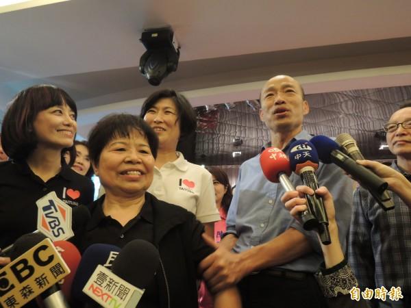 陳樹菊今天出席活動,為屏東與台東弱勢孩童課輔與餐點募款,她表示不知韓國瑜要來,也特別強調不談政治。(記者王榮祥攝)