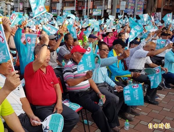 高雄地區農會今天舉辦力挺經濟市長陳其邁大會,3000農民高喊「當選」。(記者陳文嬋攝)