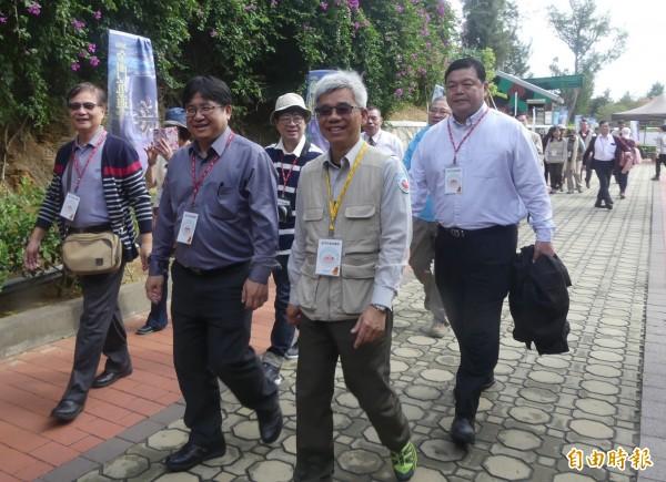 金門坑道音樂節登場,由台灣專程搭機前往聆聽者約佔6成,營建署長吳欣修(左二)也跨海當座上客。(記者吳正庭攝)