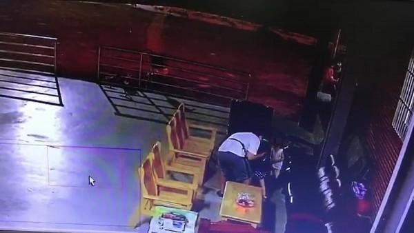 行政院政務委員唐鳳的胞弟唐宗浩,今年9月19日晚間6時,涉嫌在淡水某宮廟,對著4歲女童四度親吻,檢方依加重強制猥褻罪嫌提起公訴。(記者陳恩惠翻攝)