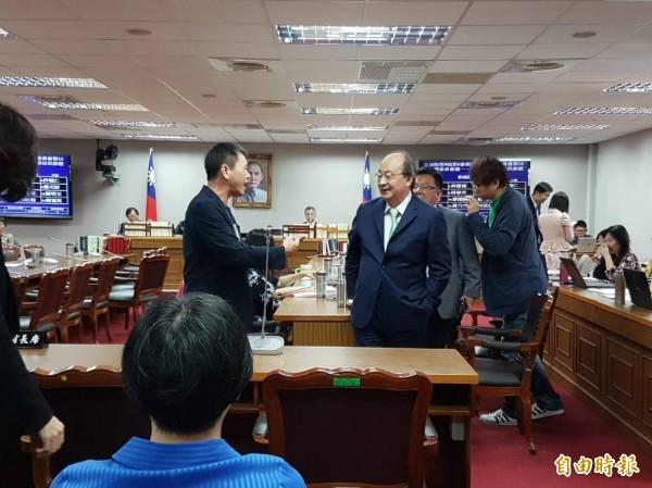 藍綠之間就總統府是否應列席立院委員會,進行激烈爭辯。(記者謝君臨攝)