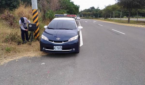 和美鎮彰濱聯絡道5.7公里的移動式三腳架測速照相奪下「測速王」寶座。(記者湯世名翻攝)
