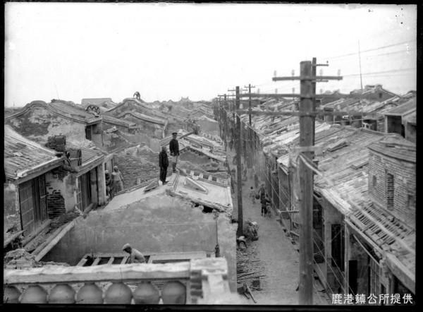 鹿港不見天街拆除情景。(鹿港鎮公所提供)