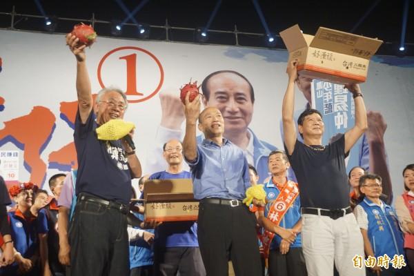 韓國瑜美濃造勢活動宣告「夜襲」成功。(記者黃佳琳攝)